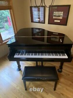 Baby Grand Piano, Samick Model SIG-50. Polished Ebony Excellent