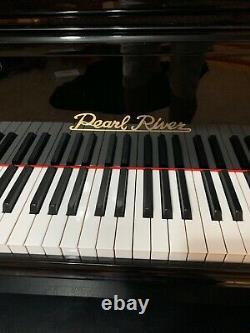 Pearl River Baby Grand Piano Model GP142
