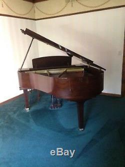 Yamaha baby grand piano Model GH1